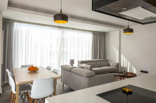 Deluxe Apt w/ Rooftop Pool in The Heart of Kyrenia