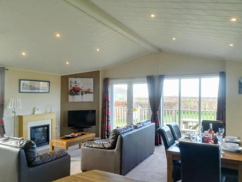 Sunset Lodge, St Merryn, Cornwall