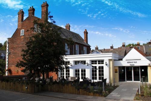 206 Castle Street, Salisbury SP1 3TE, England.