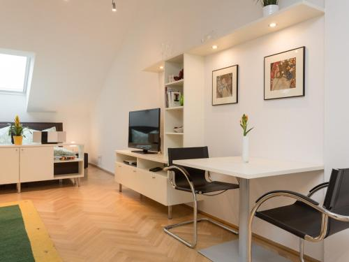 Studio, Address: Esslinggasse 9, 1010 Vienna