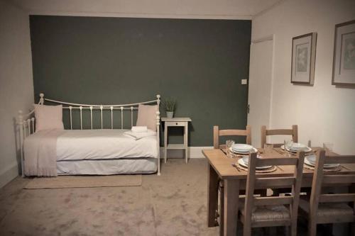 Colchester Villas - Spacious, Inviting & Central