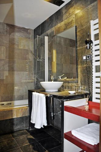 Deluxe Double Room with Pool View Hotel Monument Mas Passamaner 3
