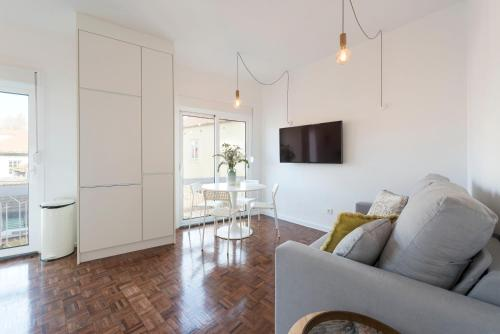 LovelyStay -Bright Loft with Seaview and AC