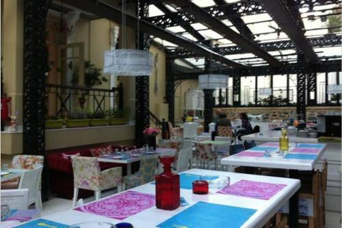 ARTistic House: view - pingpong - billard