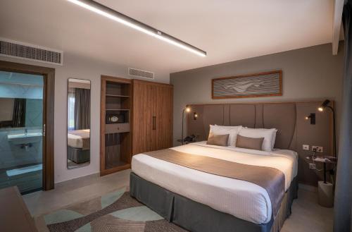 Marbella Resort - Photo 2 of 37