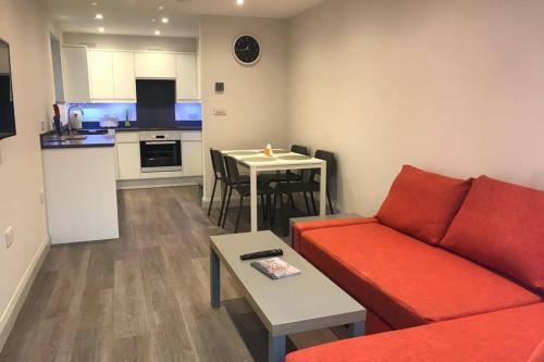 Modern 2 Bedroom Apartment In Marlow