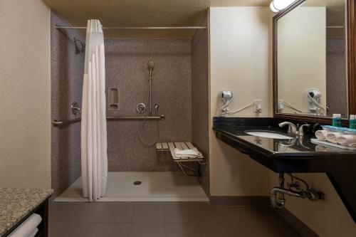 Queen Room - Mobility Access Roll in Shower/Non-Smoking