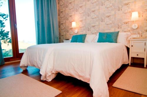 Double or Twin Room with Terrace Hotel San Prudentzio 3