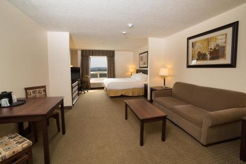 Holiday Inn Express & Suites Whitecourt - Whitecourt, AB T7S 1N5