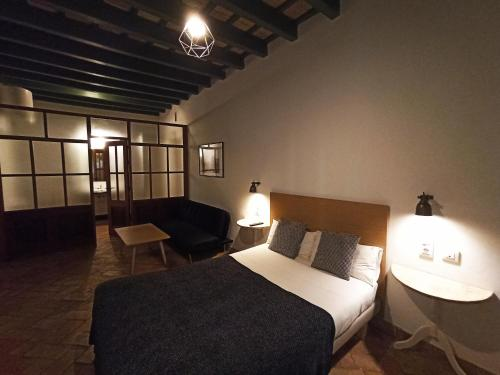 Frenteabastos Hostel & Suites