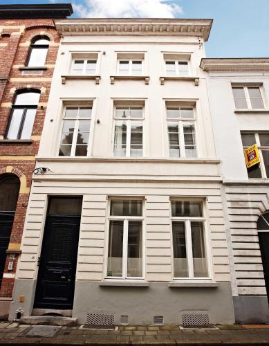 Riddersstraat 18 (admin. at Riddersstraat 10), 8000 Bruges, Belgium.
