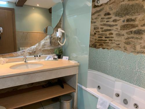 Suite con bañera de hidromasaje - Uso individual Posada Real La Carteria 28