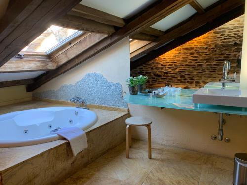 Suite Deluxe con bañera de hidromasaje - Uso individual Posada Real La Carteria 4