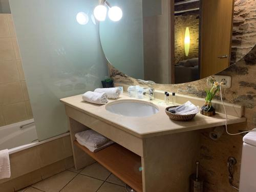 Habitación Doble con bañera - 2 camas - Uso individual Posada Real La Carteria 1