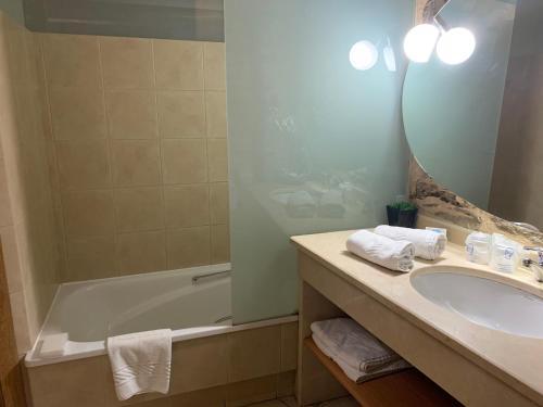 Habitación Doble con bañera - 2 camas - Uso individual Posada Real La Carteria 2