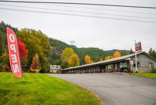 . Lakeview Motel