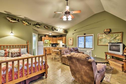 Guntersville Lake Home with Covered Boat Slip! - Apartment - Scottsboro