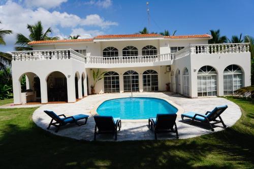 Baoba Breeze Bed & Breakfast- Beachfront Paradise