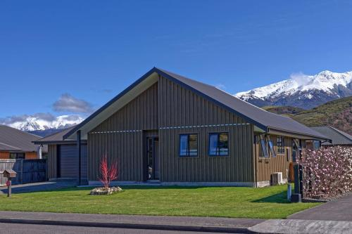 . Retreat By The Green - Hanmer Springs Holiday Home