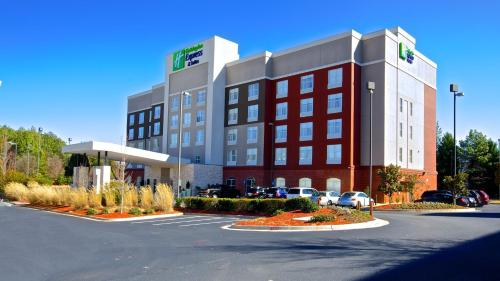Holiday Inn Express & Suites Atlanta NE- Duluth