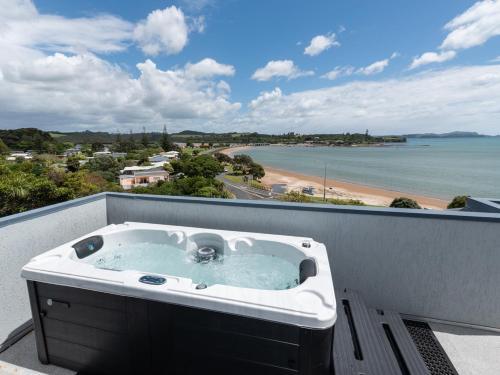 . Heavenly View - Waterfront Paihia Apartment