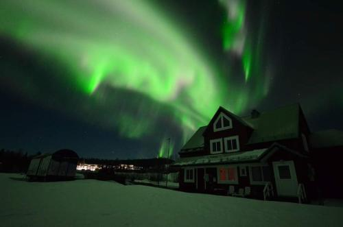 Arctic Colors Northern Lights Apartments - Porjus