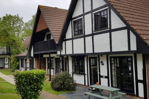 20 Tudor Court
