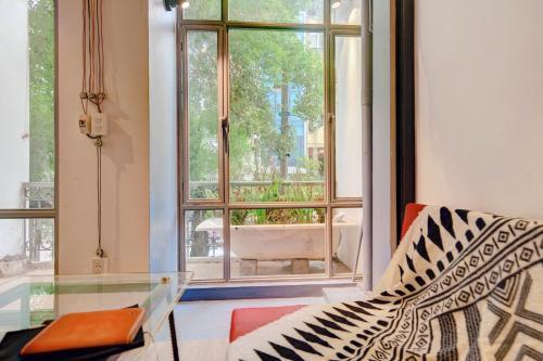 Studio w/ streetview balcony near Obama Bun cha, Hai Bà Trưng