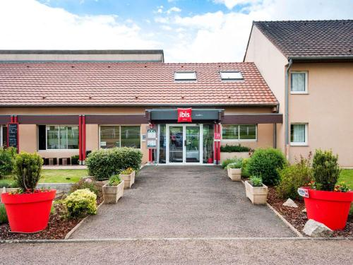 Accommodation in Magny