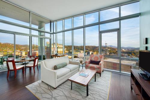 Penthouse King Balcony Suite