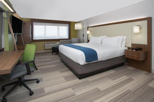 Holiday Inn Express & Suites - Calgary Airport Trail NE - Calgary, AB T3J 0T7