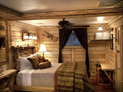The Cedaredge Lodge