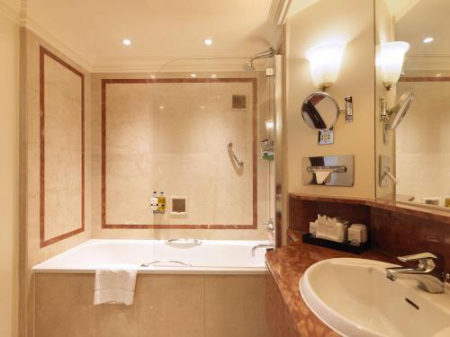 Radisson Blu Edwardian Hampshire Hotel, London - image 5