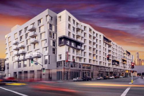 L.A.Hill 1BR Apartment Main image 2