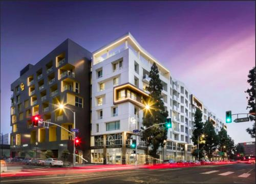L.A.Hill 1BR Apartment Main image 1