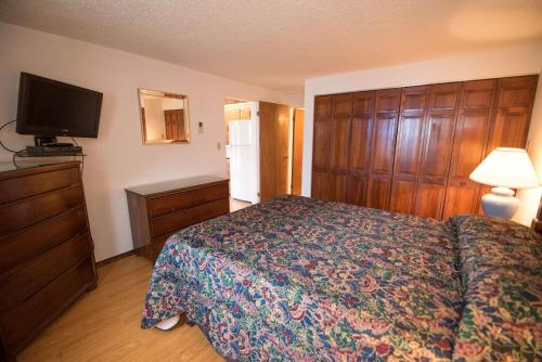 Windsong Guest Apartments - Photo 7 of 126