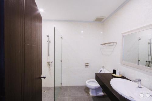 CenterPoint Patuxai Hotel