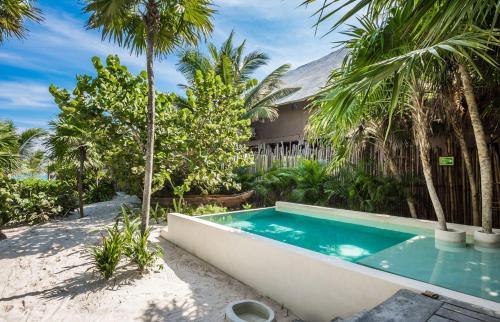Beachfront luxury villa- 2 bedrooms