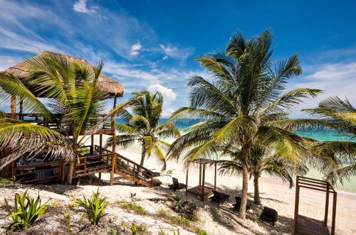 Beachfront 5 bedroom villa- amazing views!