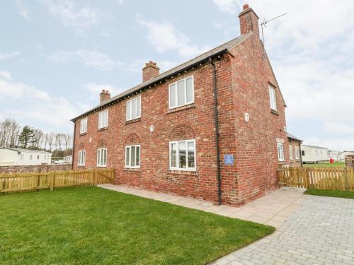 2 North Cottage