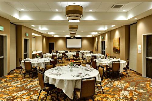. Holiday Inn St. George Convention Center, an IHG Hotel