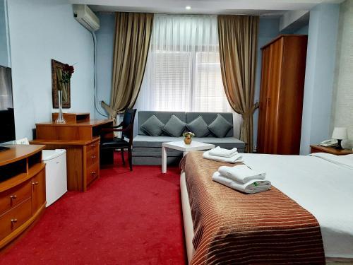 Hotel Aristocrat & Fish Restaurant - Photo 7 of 62