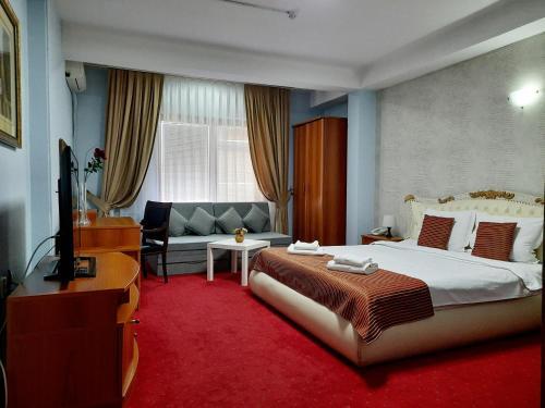 Hotel Aristocrat & Fish Restaurant - Photo 6 of 62