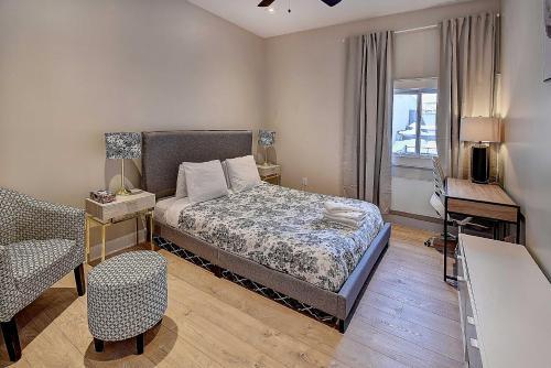 Cozy apartment 3Bdr on the TRENDY! Saint Laurent Blvd
