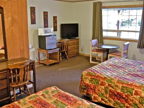 . Wild Chinook Inn