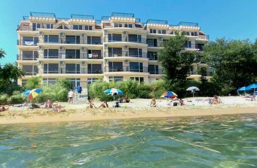 Akra Apartments