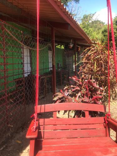 Hostal Ecobunker Taboga
