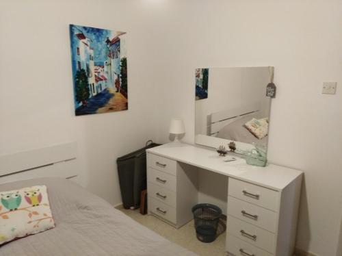 Larnaca, Pervolia 1 bedroom seaside apartment