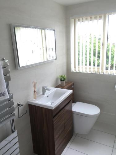 Luxury Villa Getaway Break - 4 Bed - Private Garden- Business Welcome