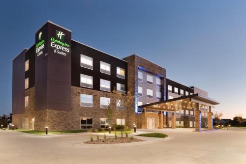 Holiday Inn Express & Suites - West Des Moines - Jordan Creek